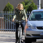 Exclusive - Rachel McAdams Rides Her Bike In Toronto